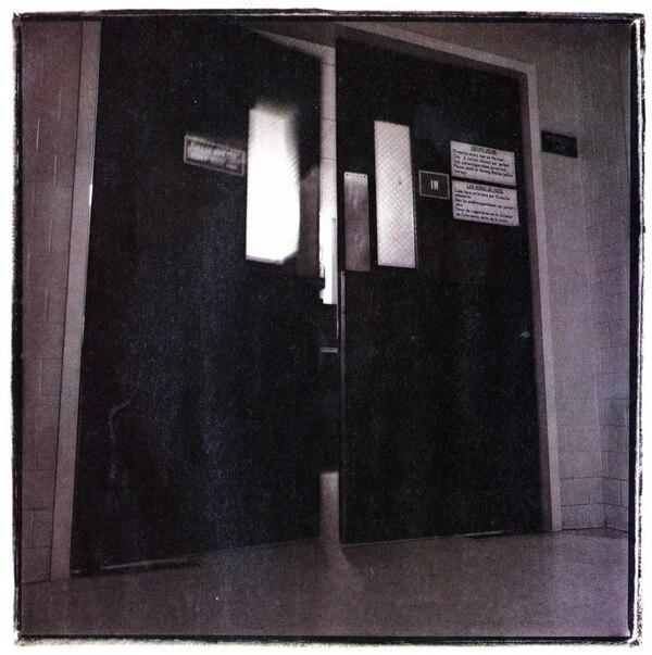 """Jones se encuentra detenida en una prisión de Gatesville, Texas, Estados Unidos, y será llevada al condado de Bexar el próximo año para negociar su libertad. Una legislación permite que los presos condenados por crímenes violentos entre 1977 y 1987 sean dejados en libertad automáticamente solamente por """"buen comportamiento""""."""