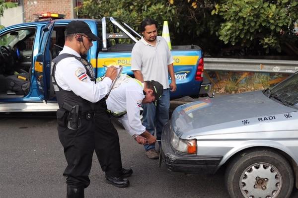 Según el Cosevi, una de las multas más frecuentes es el estacionamiento indebido. Foto: Archivo.