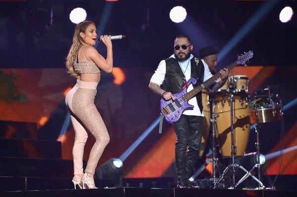 Jennifer López realizó un homenaje a la fallecida Selena en la gala de los Premios Billboard Latinos.
