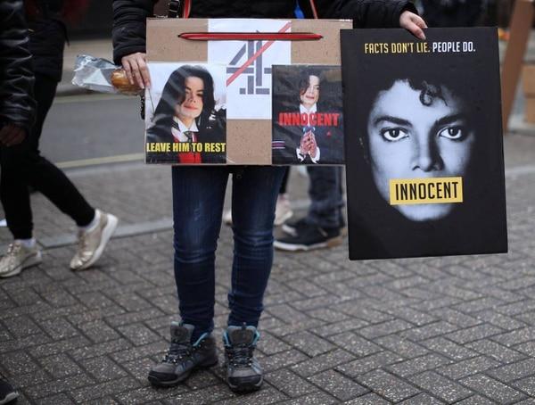 Muchas protestas han surgido ante las acusaciones del documental. Foto: AP