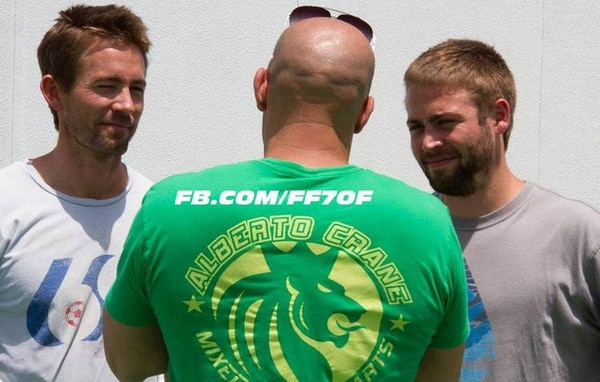 Emocionados. Los hermanos de Walker, Caleb y Cody, tomarán su lugar en set de filmación de Rápidos y Furiosos 7 . GDA