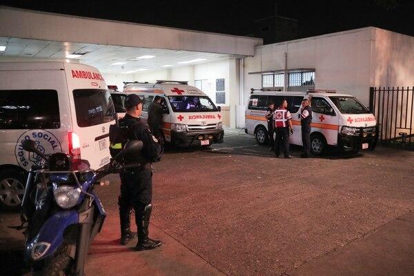 Una de las víctimas fue llevada al Hospital San Juan de Dios con varios impactos de bala. Su deceso se produjo en la madrugada del martes. Foto Jeffrey Zamora/Archivo