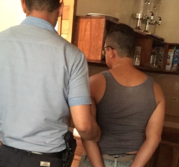 Un hombre de apellido Moreno, de 34 años, fue detenido este viernes como sospechoso de difundir pornografía infantil y de corrupción a menores.