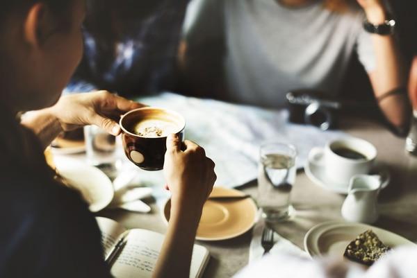 Beber hasta cuatro tazas de café al día reduce en un 64% el riesgo de mortalidad premautra.