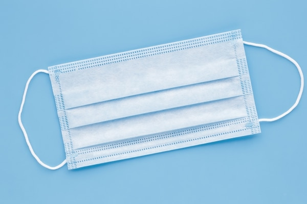 Las mascarillas o cubrebocas son implementos últimamente buscados por los costarricenses en las farmacias. Fotografía: Archivo