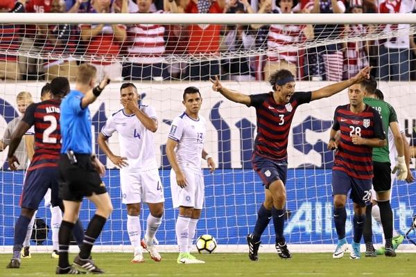 Omar González (3) le anotó a El Salvador el miércoles pasado.