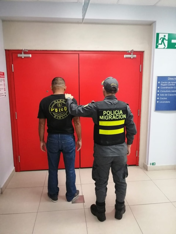 Vílchez Dinarte fue entregado a la policía de Nicaragua en el puesto fronterizo de Tablillas, en Los Chiles. Foto cortesía Policía de Migración.