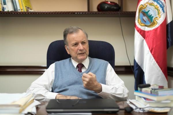 El fundador y diputado del PAC, Ottón Solís, alegó que fueron personas y no su partido, quienes estafaron por casi ¢353 millones al TSE, con la deuda política del 2010.