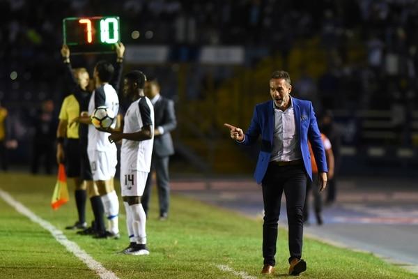 """Gustavo Matosas protege a su equipo: """"por un partido no voy a crucificar a los jugadores"""". Fotografía JOHAN ORDONEZ / AFP"""