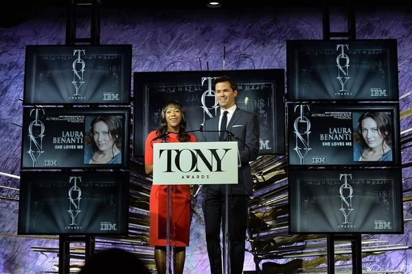 Los actores Nikki M. James y Andrew Rannells, fueron los encargados de dar a conocer a los nominados a los premios Tony.