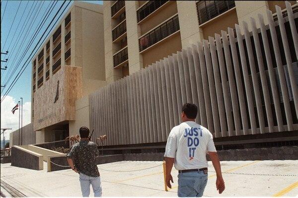 Los cuatro detenidos quedaron en las celdas de los Tribunales de Goicoechea a la espera de que se resolviera su situación jurídica.
