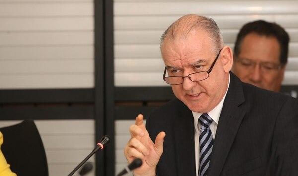 Juan Carlos Corrales estuvo casi tres años como gerente general del Banco Nacional. Él deja la institución el próximo 31 de agosto, luego de acogerse a la pensión. En la imagen, durante una comparecencia, en febrero pasado, por el tema del crédito a Hidrotárcoles. Foto: Graciela Solis.