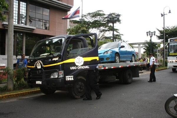 Acarreo de vehículo tendrá un costo fijo los primeros seis kilómetros, luego tendrá una tarifa adicional.