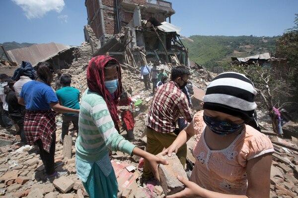 Las labores de rescate siguen en Nepal, mientras el conteo de fallecidos sube a 7.250 a hoy, domingo 3 de mayo.