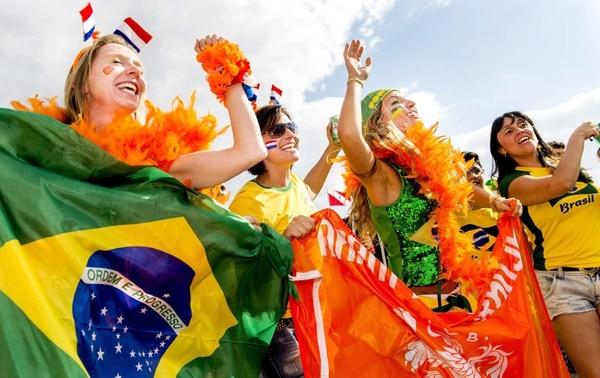 Aficionados previo al juego por el tercer entre Brasil y Holanda.