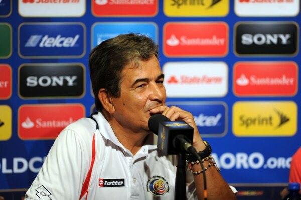 Jorge Luis Pinto en la conferencia de prensa después del encuentro. Alonso Tenorio.