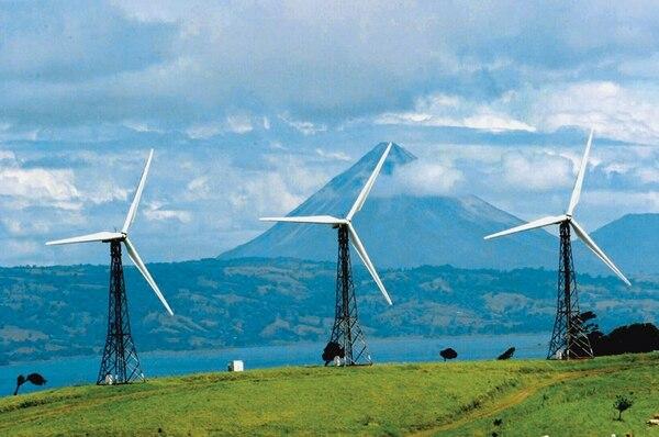 Imagen de archivo de la Planta Eólica PESA localizada a dos kilómetros al noreste de Parcelas de Quebrada Azul en Tilarán (Guanacaste). Fundada en 1996, la planta pertenece a la empresa CMI Energía. Fotografía: Archivo LN.