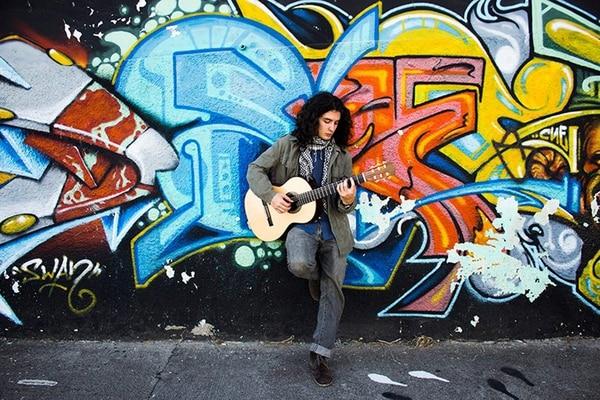 Óscar Jiménez considera que la música es una forma de liberarse del estrés. Daniel Pereza para LN