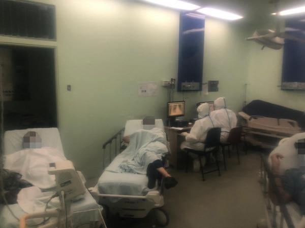 Otra de las áreas de la llamada P11, en Emergencias del Hospital México. Este servicio está desbordado de enfermos con síntomas respiratorios sospechosos de covid-19. Foto: Cortesía Hospital México