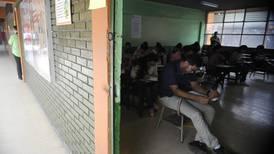 188 estudiantes de Medicina perdieron examen y no harán práctica en hospitales de CCSS