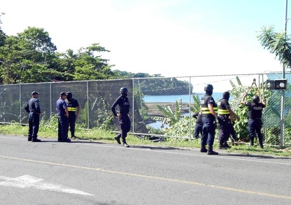 En el embarcadero se encontraba esta lancha, que según Seguridad Pública, es matrícula L3740 propiedad de Miguel Bell. | RODOLFO MARTÍN