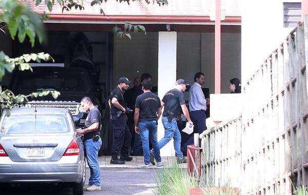 El empresario Juan Carlos Bolaños durante el allanamiento a una de sus propiedades en Atenas, Alajuela. Fotografía: Graciela Solís