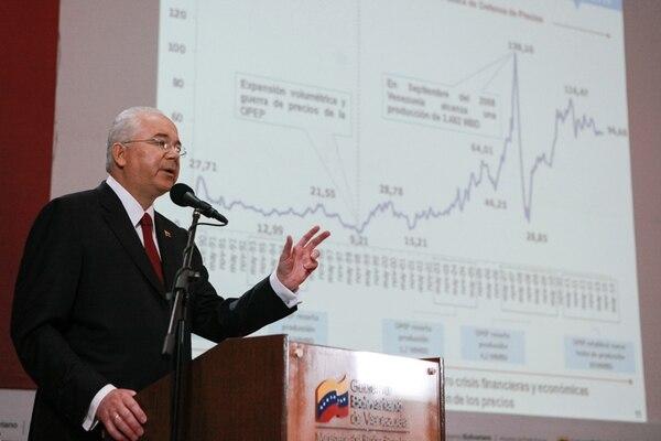 El vicepresidente Rafael Ramírez también preside la petrolera estatal PDVSA. Ayer presentó los resultados financieros de la firma en 2013. | AFP.