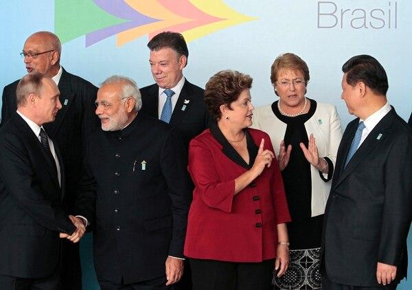 Dilma Rousseff (centro) propició la reunión con Unasur en Brasilia. | AP
