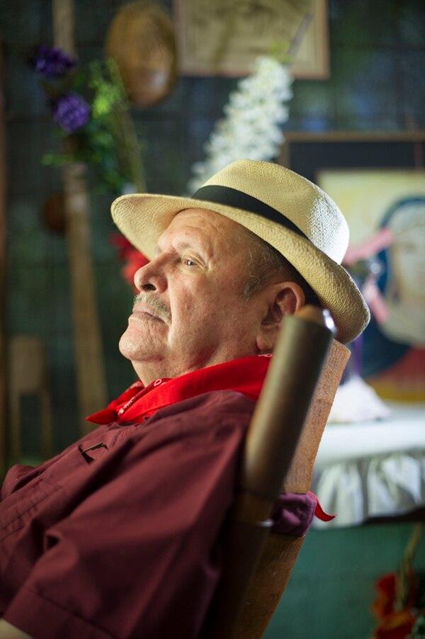 Lencho Salazar reside en El Coyol, de Alajuela, donde goza de un no tan gustado retiro, debido a situaciones de salud. | JEANNINE CORDERO