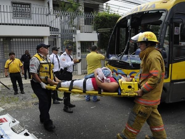 Los pacientes fueron trasladados al Hospital Calderón Guardia y a la Clínica de Coronado.   PABLO MONTIEL.