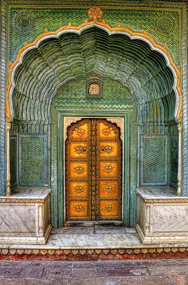 El Palacio de Jaipur (India) cuenta con cuatro puertas que hacen alusión a las cuatro estaciones. Esta puerta se llama Leheriya y representa la primavera.
