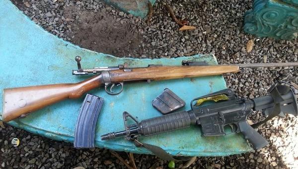 Estas dos armas de fuego estaban en la casa allanada este jueves en Paso Canoas.