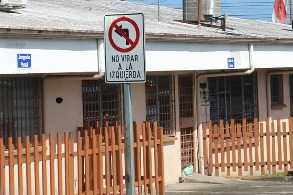 Juez suspendido un mes por decirle 'idiota, estúpida' a una oficial del Tránsito