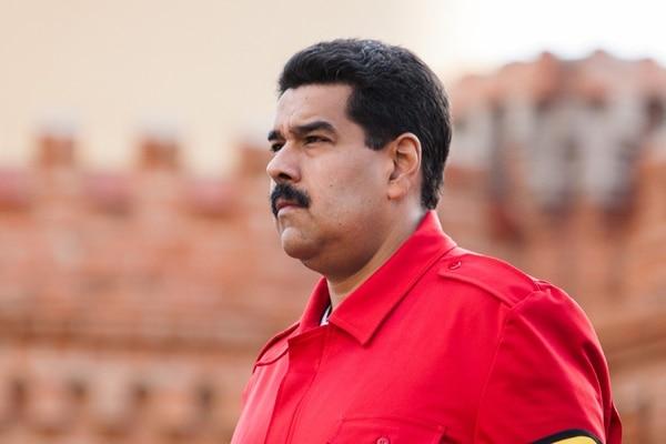 Nicolás Maduro enfrenta multitudinarias manifestaciones en las calles venezolanas.