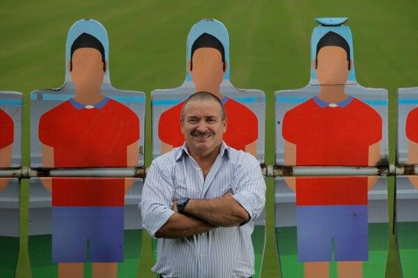 Auténtico, genuino y con un gran sentido del humor, así es Óscar Ramírez cuando no está en el banquillo.   Foto: Mayela López