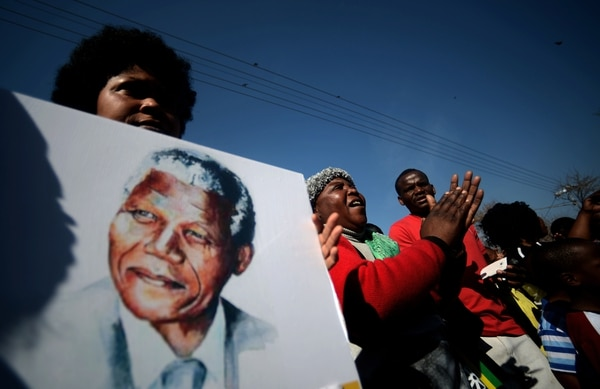 Durante su enfermedad, cientos de personas expresaron su admiración por Mandela.