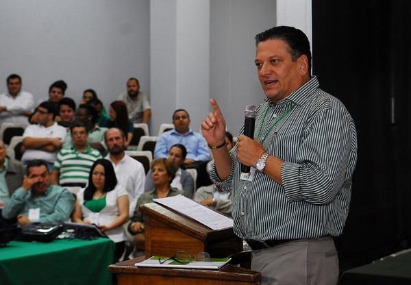 Johnny Araya habló ante la Asamblea Nacional del PLN en noviembre del año pasado y recibió apoyo, pero ahora se expone a la aplicación definitiva de la expulsión por cuatro años.   ARCHIVO/LN