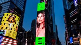Debi Nova ilumina Times Square desde una valla gigante y anuncia nuevo álbum