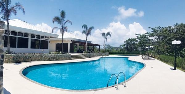 El complejo residencial Condominio del Parque Caribe cuenta con amenidades como piscina para adultos y niños, gimnasio y casa club. Fotografía: Cortesía de Calypso Develpment Clayde.
