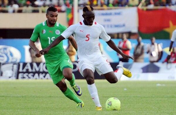 Mohamed Koffi es una de las figuras de Burkina Faso, que nunca ha ido a un mundial.   AFP.