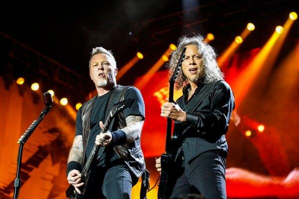 James Hetfield y Kirk Hammett son mancuerna histórica con las guitarras, ambos demuestran su virtuosismo.