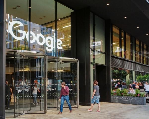 Google alcanza las dos décadas de existencia y es considerada una de las empresas de tecnología más poderosas del mundo. Foto: AP