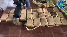 Supuesto pescador con media tonelada de droga en lancha se lanza al mar para intentar huir de la Policía