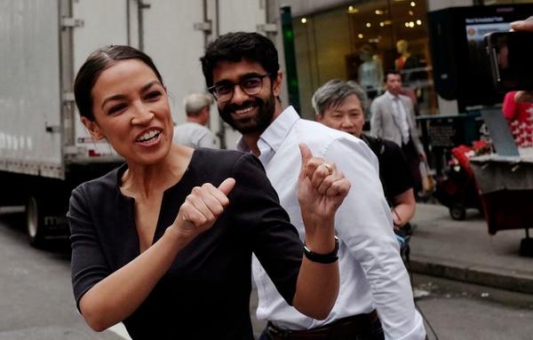 70% de la campaña de la candidata al congreso se financió con donaciones directas de menos de $200 y sin participación corporativa. Foto: AP.