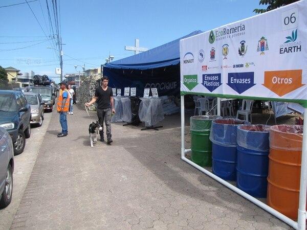 El proyecto EcoRomería recogió 1,7 toneladas de plástico durante la romería el año pasado. Para este año espera obtener el reconocimiento de Bandera Azul Ecológica, en la categoría de eventos masivos. | ARCHIVO.