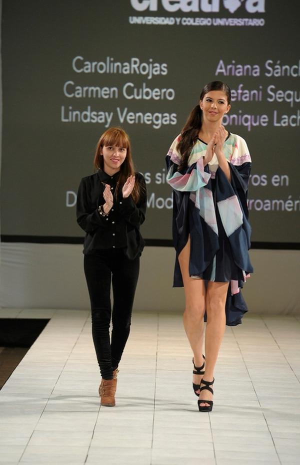 Hay talento. La diseñadora de la U Creativa, Carolina Rojas, estuvo presente el sábado por la noche en el Costa Rica Fashion Week. Ronald Pérez.