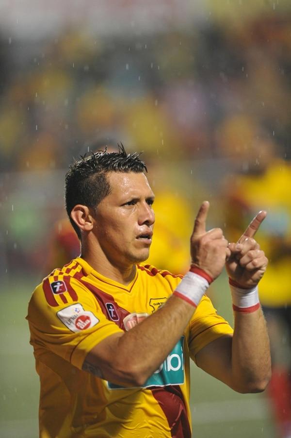 Minor Díaz marcó su gol 129 ante la UCR, el 9 de noviembre.   MANUEL VEGA