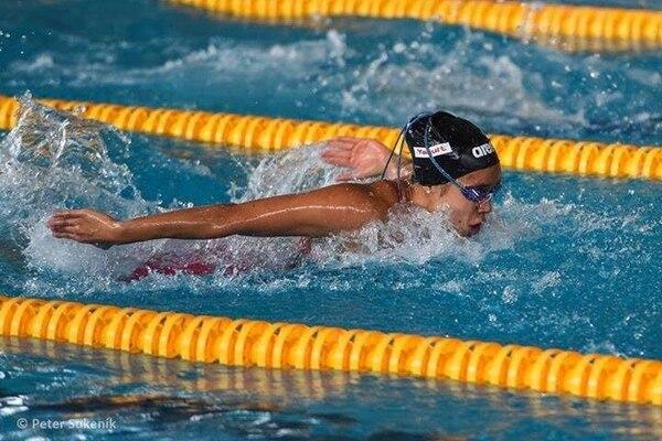 La nadadora Mary Laura Meza durante una prueba en los Panamericanos 2015.