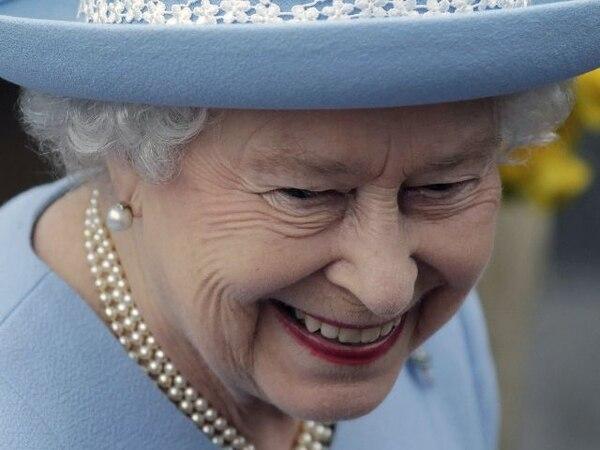 La reina ayer al concluir el servicio en la catedral de Saint Macartin en Enniskillen, en Irlanda del Norte. | AP.