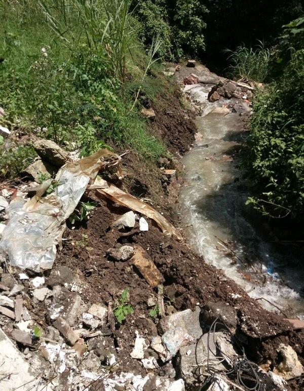 Vista del 6 de setiembre del 2018 del botadero ilegal en Alajuelita donde una empresa depositaba materiales cerca de la Quebrada Alajuelita/ Tribunal Ambiental Administrativo para LN